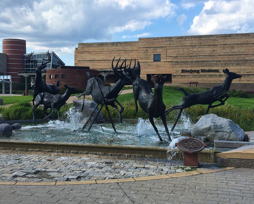 indianapolis deer fountain
